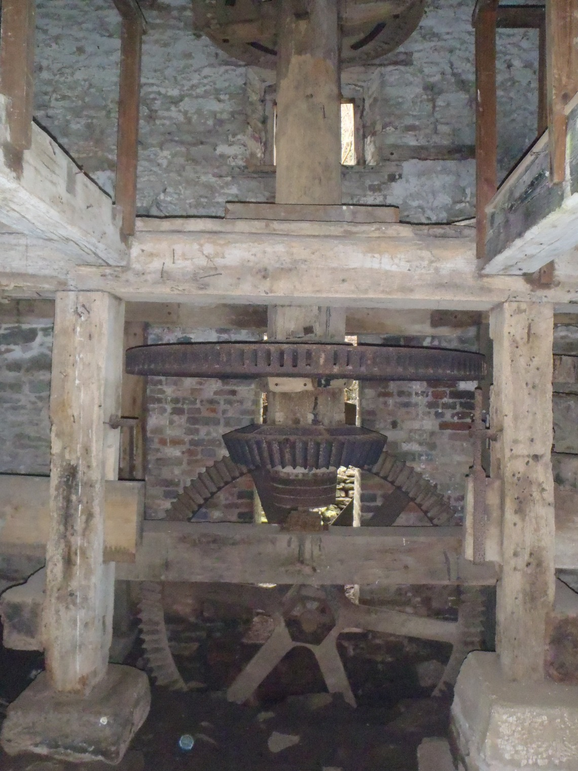 Grinding mechanism inside the mill