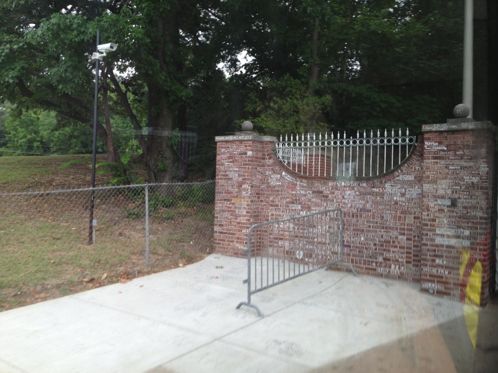 IMG_1873 graceland walls