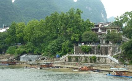riverbankd Guilin 136 cropped Li river cruise 105
