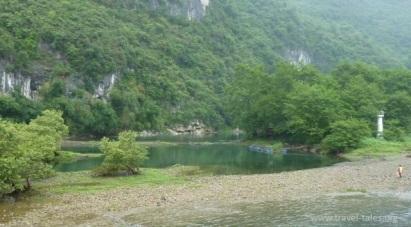 riverbanks Guilin 55 cropped Li river cruise 24