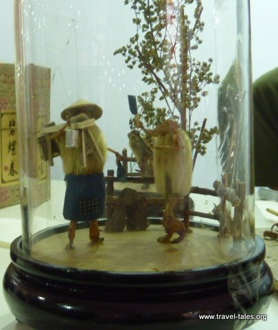06-Figures made of crickets and willow