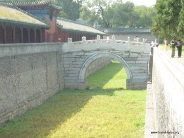 Moat around the fasting hall